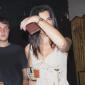 ПАПАРАЦО ФОТО: Дуа Липа камен пијана се влечка со дечкото накај дома (фото)